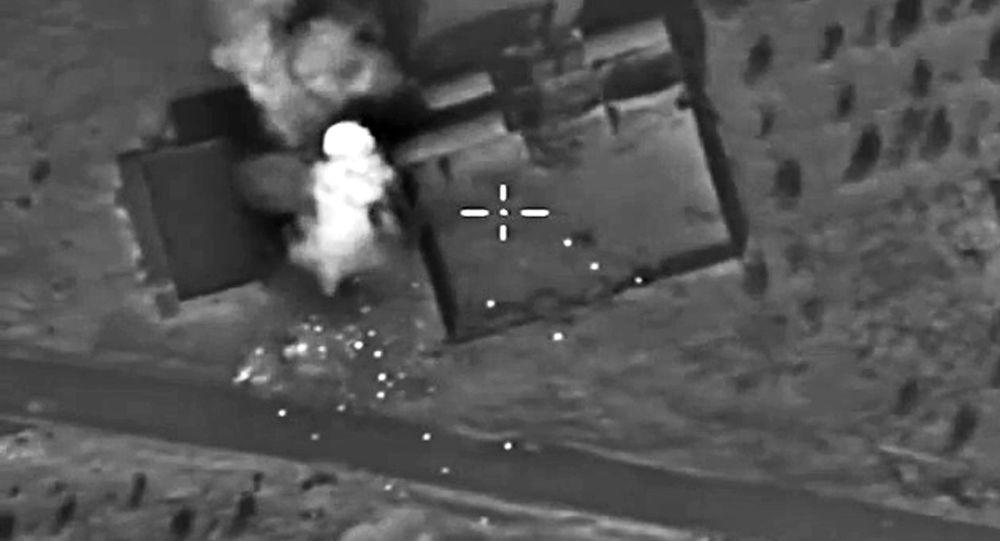 Самолеты российских Воздушно-космических сил нанесли точечный авиационный удар по огневым позициям отряда Исламского государства в районе населенного пункта Ачан в провинции Хама