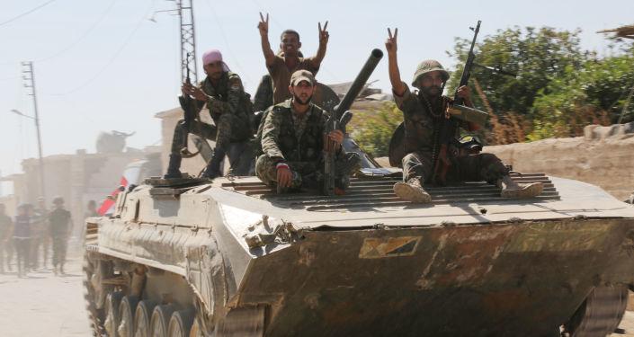 Syryjska armia w mieście Atshan w prowincji Hama