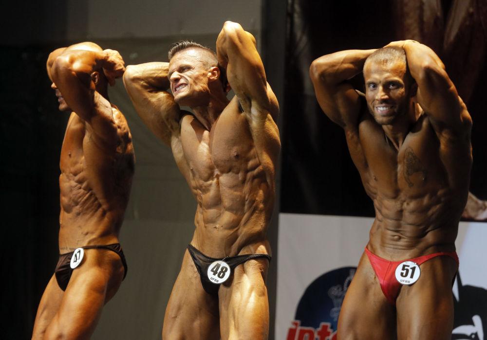Uczestnicy mistrzostwa Open Bodybuilding and Fitness Competition w Kijowie