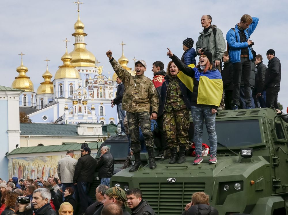 Mieszkańcy podczas Marsza bohaterów w Kijowie
