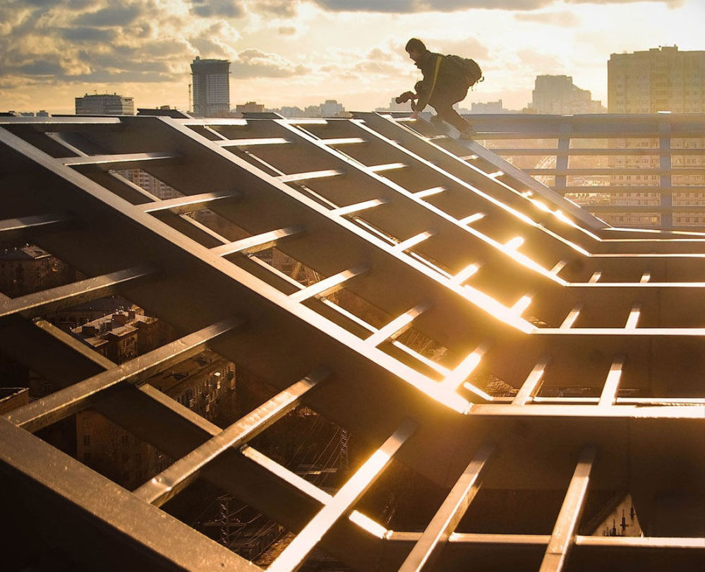 Roofer na dachu