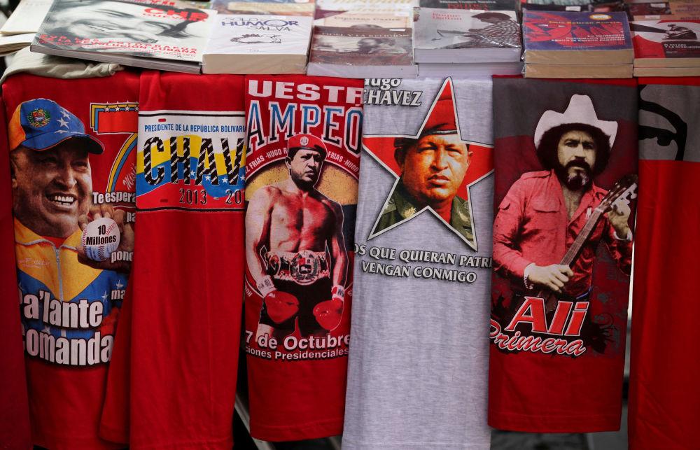 Koszulki ze zdjęciami byłego prezydenta Wenecueli Hugo Cháveza