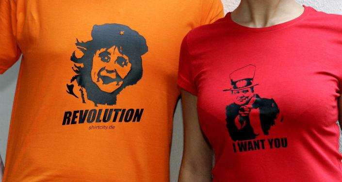 Koszulki ze zdjęciami kanclerza Niemiec Angeli Merkel jako Che Guevara oraz Gerharda Schrödera jako Wuj Sam
