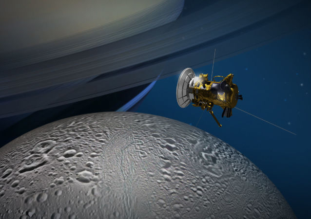 Sonda Cassini zbliża się do księżyca Saturna Enceladusa