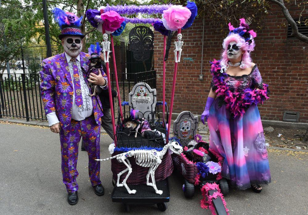Ludzie w strojach na corocznej paradzie na cześć Halloween w Nowym Jorku