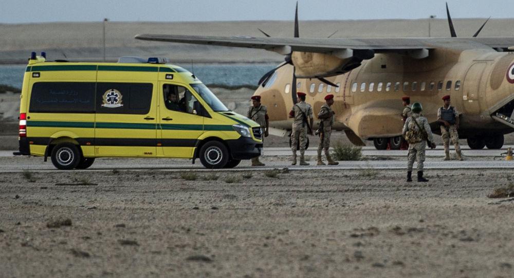 Karetka pogotowia na miejscu katastrofy na Półwyspie Synaj