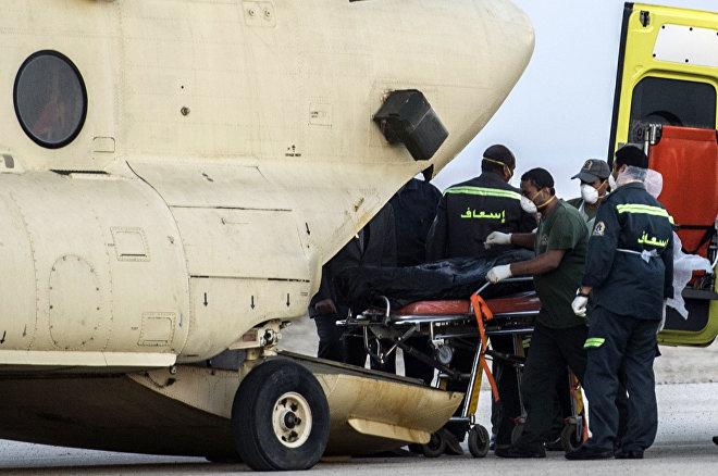 Ciała ofiar na miejscu katastrofy na Półwyspie Synaj