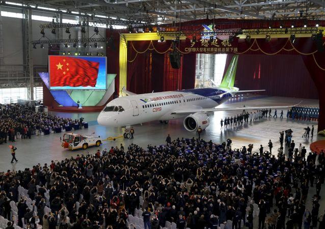 Pierwszy chiński samolot pasażerski C919 w Szanghaju