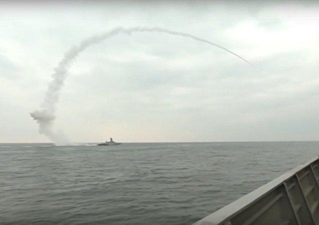 Z okrętu Flotylli Kaspijskiej Wielikij Ustiug wystrzelono pocisk manewrujący Kalibr