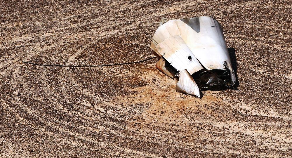 Fragmenty na miejscu katastrofy rosyjskiego samolotu Airbus A321 w Egipcie