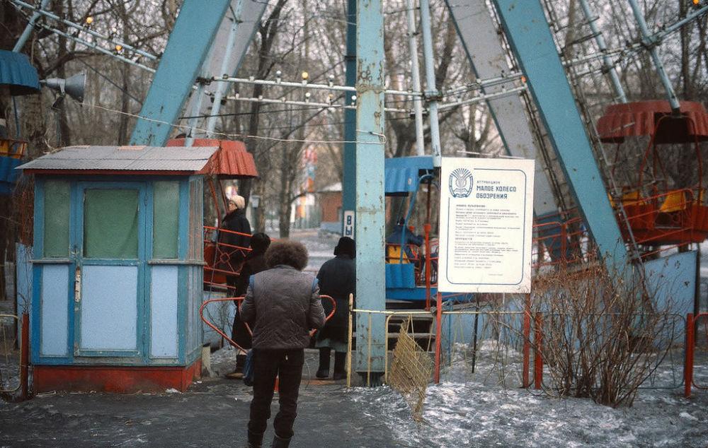 Instalacje w wesołym miasteczku w Centralnym Parku Kultury i Wypoczynku im. Gorkiego, 1984 rok