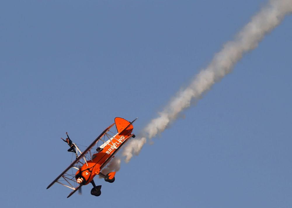 Pokaz brytyjskiej grupy pilotażowej AeroSuperBaltics na Międzynarodowej Wystawie Lotniczo-Kosmicznej w Dubaju