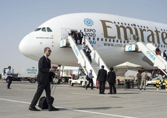 Samolot pasażerski Airbus A380-800 na Międzynarodowej Wystawie Lotniczo-Kosmicznej w Dubaju