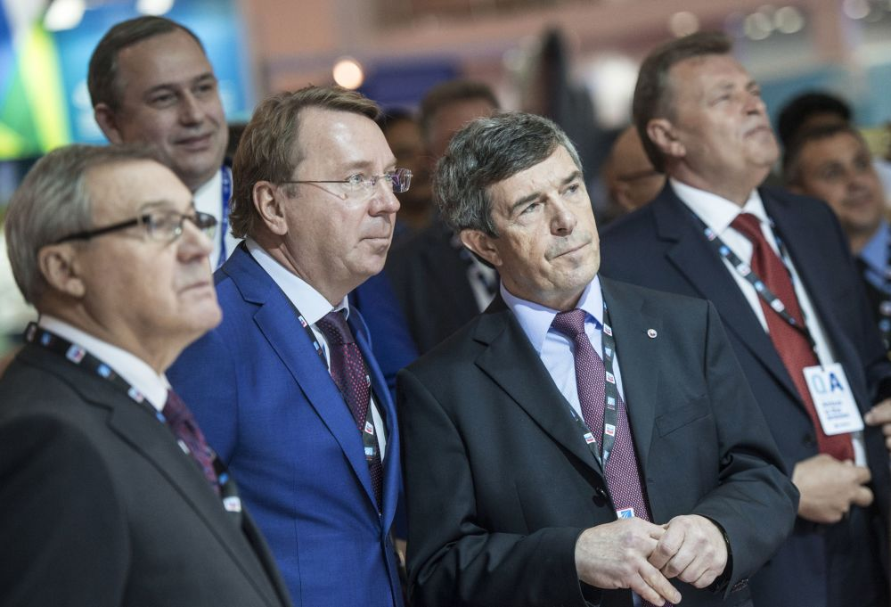 Anatolij Isajkin, Dyrektor Generalny agencji ds. eksportu uzbrojenia Rosoboroneksport, i Władimir Kożyn, pomocnik Prezydenta FR ds. współpracy techniczno-wojskowej