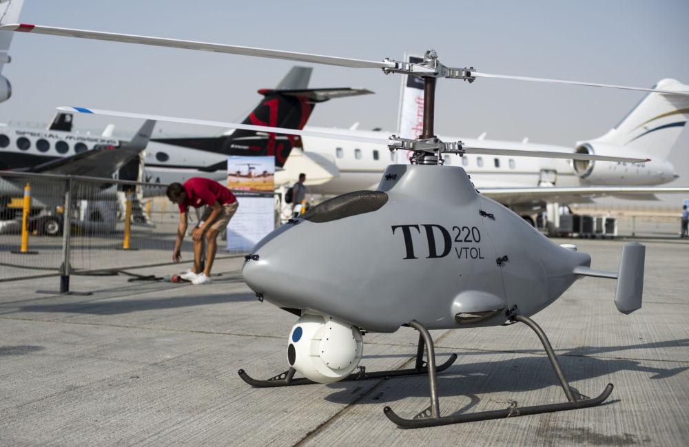 Bezpilotowy helikopter TD220 VTOL na Międzynarodowej Wystawie Lotniczo-Kosmicznej w Dubaju