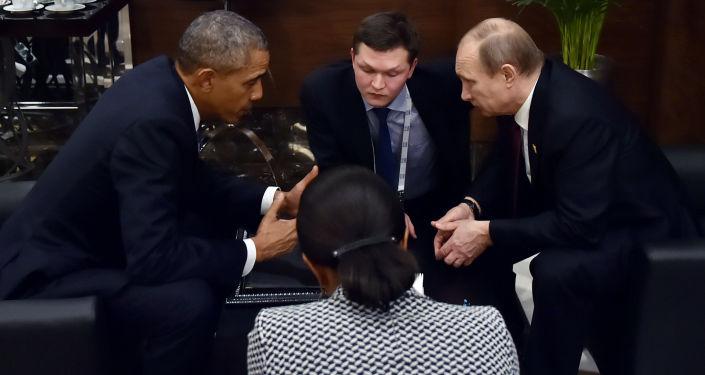 Prezydent USA Barack Obama rozmawia w kuluarach szczytu G20 z prezydentem Rosji Władimirem Putinem