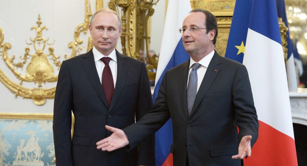 Prezydent Rosji Władimir Putin i prezydent Francji Francois Hollande w Pałacu Elizejskim w Paryżu