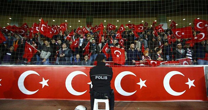 Tureccy kibole zignorowali minutę ciszy