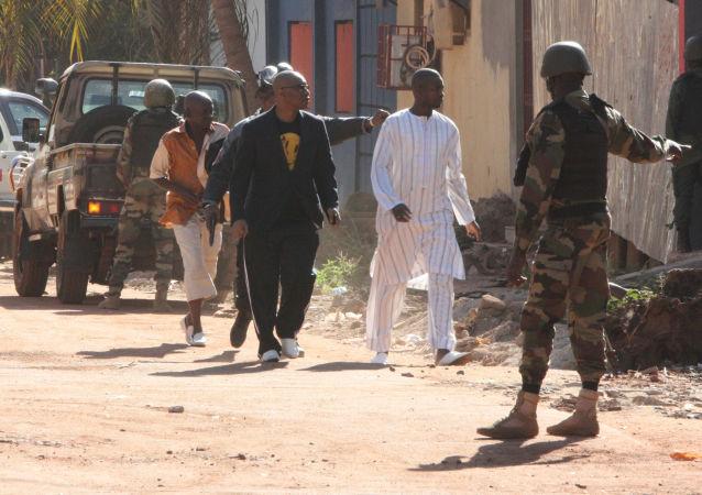 Ewakuacja z hotelu Radisson Blu, Mali