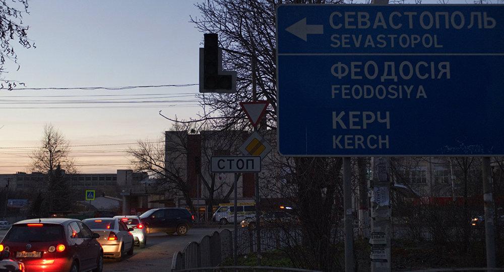 linie wysokiego napięcia, dostarczające energię elektryczną na Krym