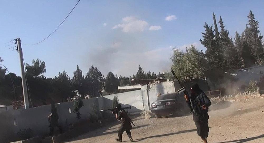 Bojownicy Państwa Islamskiego w mieście Kobane, Syria