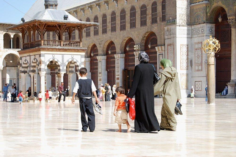 Rodzina w meczecie Umajjadów w Damaszku