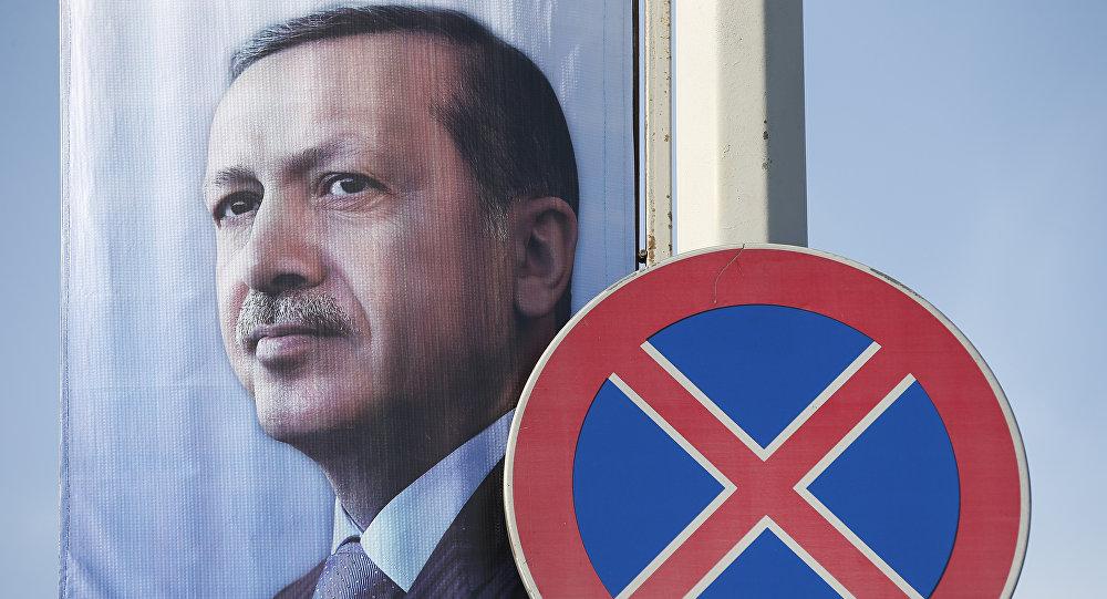 Plakat z Erdoganem na ulicy Stambułu