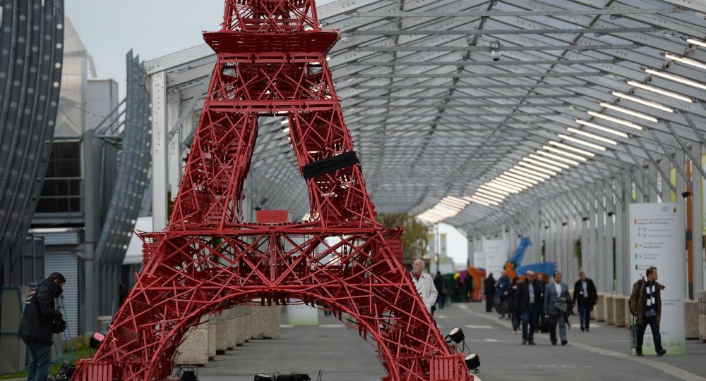 Kopia wieży Eiffla na konferencji Narodów Zjednoczonych ws. zmian klimatu COP21 w Paryżu