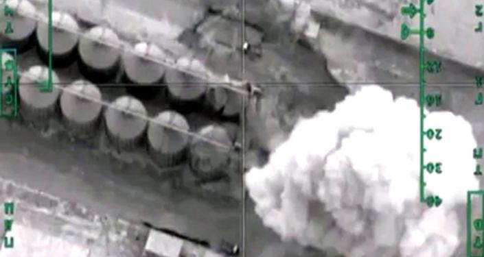 Zniszczenie rafinerii ropy naftowej terrorystów w prowincji Khafsa Kabir przez Siły Powietrzne Rosji