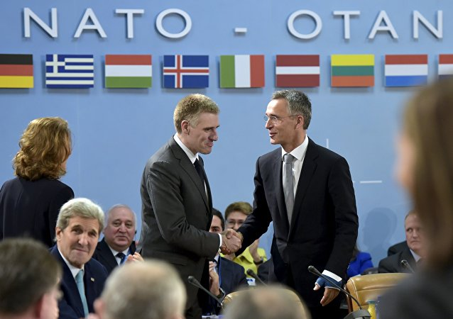 Jens Stoltenberg i minister spraw zagranicznych Czarnogóry  Igor Luksic