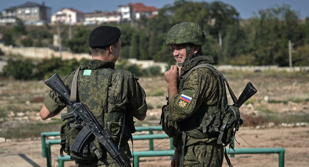 Uczestnicy corocznego projektu wojskowego Przyjaźni ludzie. Aksamitny sezon na Krymie