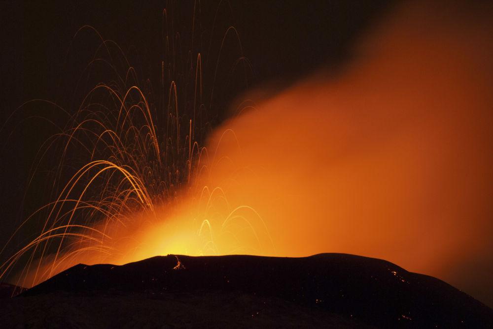 Erupcja wulkanu Etna na Sycylii