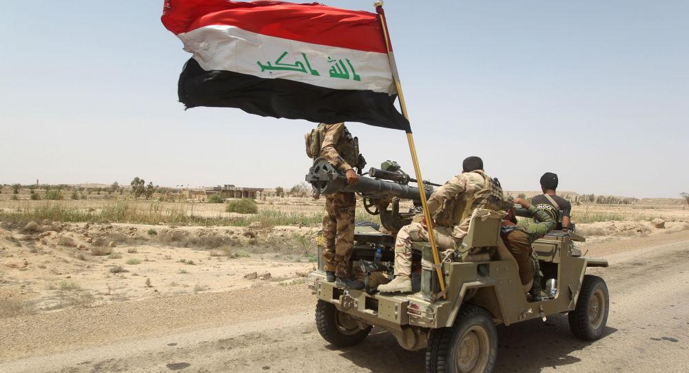 Iracki ludowy ruch oporu patroluje rejon na zachód od Bagdadu