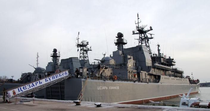 Okręt Cezar Kunikow w Sewastopolu