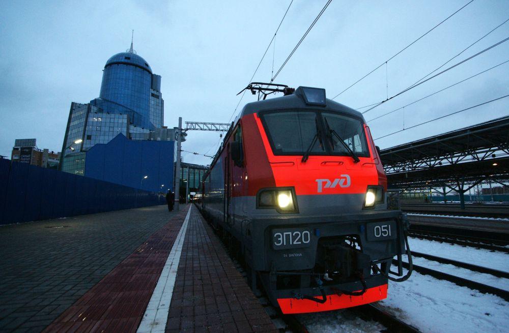 Dwupiętrowy pociąg Samara-Moskwa wyruszył w pierwszą podróż