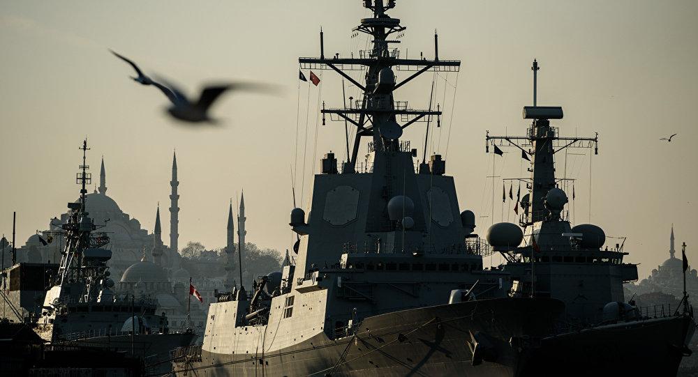 Okręty wojenne NATO w Bosforze