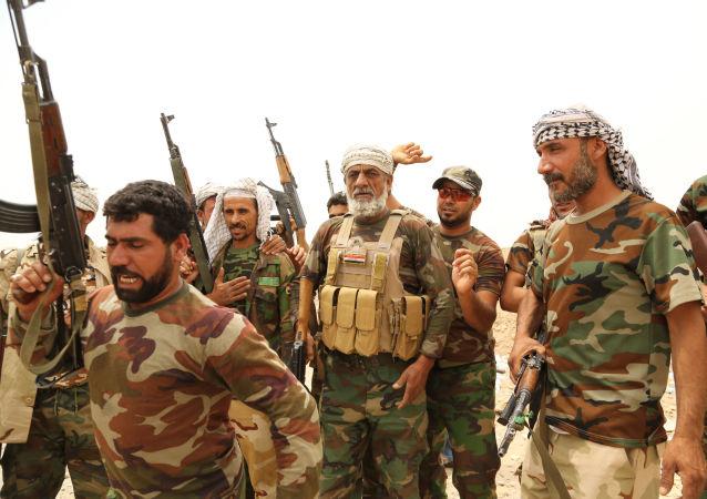 Bojownicy szyickiej formacji Badr w Al-Falludże