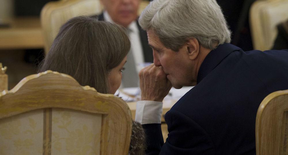 Asystent sekretarza stanu USA Victoria Nuland i sekretarz stanu USA John Kerry na spotkaniu z ministrem spraw zagranicznych Rosji Siergiejem Ławrowem