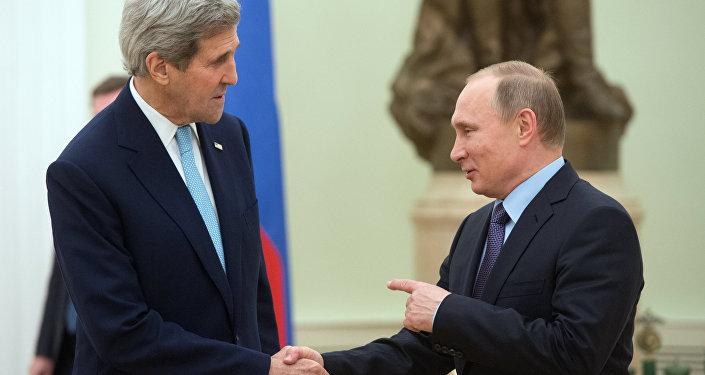 Prezydent Rosji Władimir Putin i sekretarz stanu USA John Kerry