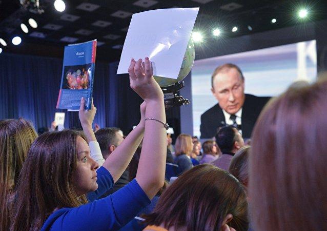 Prezydent Rosji Władimir Putin na konferencji prasowej. 17 grudnia 2015