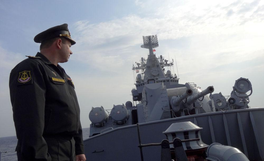 Rosyjski krążownik Moskwa na Morzu Śródziemnym