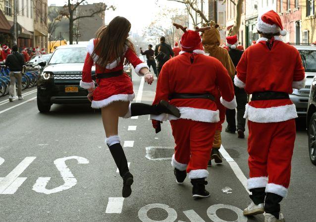 Uczestnicy wyścigów bożenarodzeniowych w Nowym Jorku