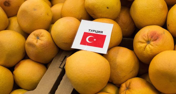 Tureckie mandarynki w sklepie w Omsku