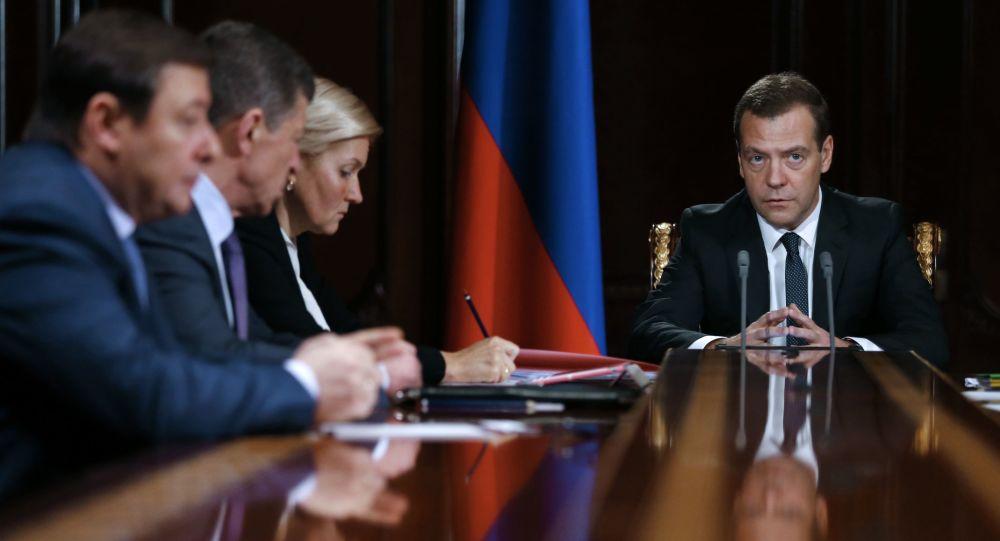 Premier Rosji Dmitrij Miedwiediew podczas narady z wicepremierami w rezydencji Gorki