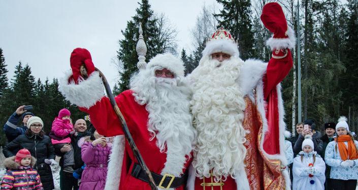 Tradycyjne spotkanie Dziadka Mroza i Joulupukki w obwodzie leningradzkim