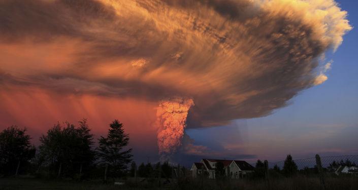 Erupcja wulkanu w stanie Colima w Chile