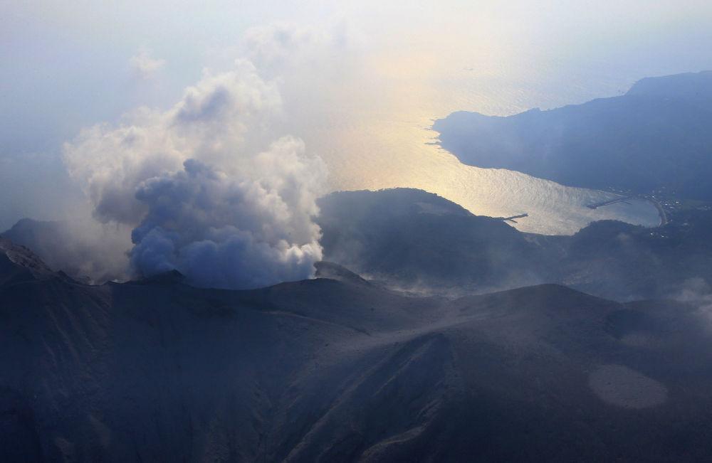 Erupcja wulkanu Shindake w Japonii