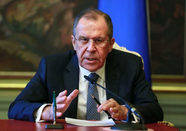 Szef MSZ Rosji Siergiej Ławrow na konferencji prasowej w Moskwie