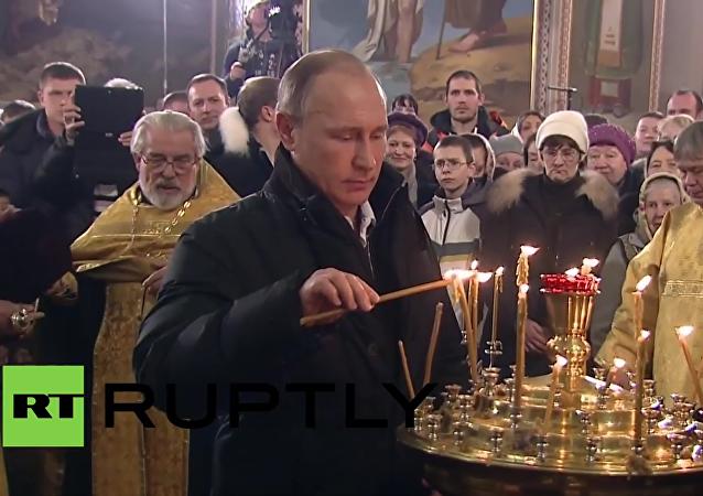 Rosja: Władimir Putin świętuje uroczystość Bożego Narodzenia