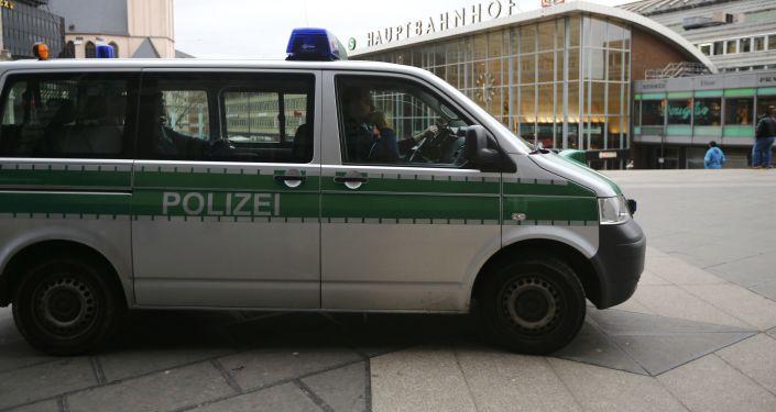Radiowóz na jednym z placów w Kolonii